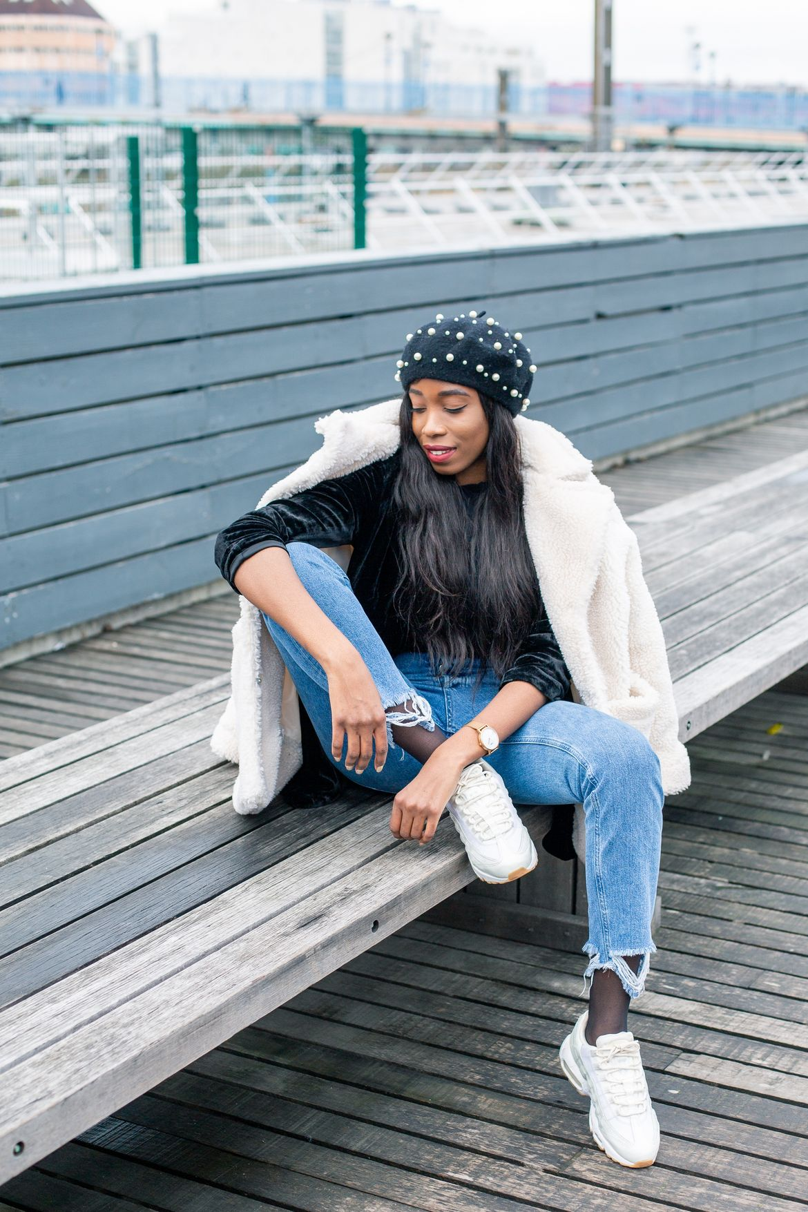 Golden Connexion : blue jeans and soft cream, fashion parisian bloggers